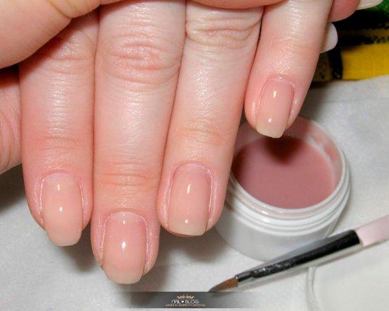 На натуральных ногтях